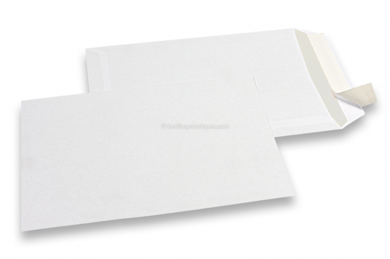 Basic envelopes, 162 x 229 mm, 80 grs., no window, strip closure